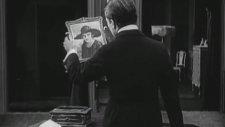 Charlie Chaplin Ağlama Parodisi