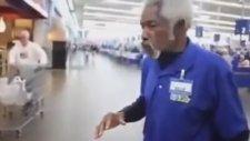 Dünyanın En Rahat İşini Yapan Yaşlı Adam