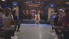 Iggy Azalea ve Jim Carrey'den Halloween İçin Chandelier Skeci