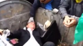 Ukrayna'da Milletvekilini Çöpe Atmak