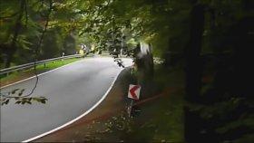 Yarış Arabasının Oyuncak Araba Gibi Savrulup Kaza Yapması