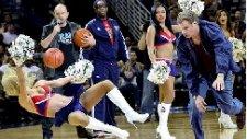 Will Ferrell NBA Maçında Amigo Kızı Yere Serdi!