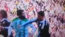 Cristiano Ronaldo dan Rakibine Yumruk