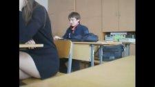 Sınıfı Terk Eden Liseli Süpermen