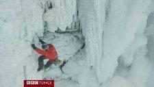 Buz Tutan Niagara Şelalesi'ne Tırmanan İlk Dağcı