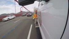 Golden Gate Köprüsünde Duba Koyan Adam