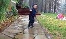 Yağmur Suyunun Heyecanı ile Kendinden Geçen Çocuk
