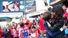 Atletico Madrid ve Real Madrid Derbisinde Öpücük (Kiss Cam)