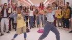Liseli Kızlar Arasında Muhteşem Dans Atışması
