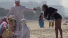 Deve ile Dubai'de Kız Tavlayan Adam