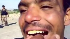 Sigarayı Yutup Havalı Korna Sesi Çıkaran Iraklı Adam