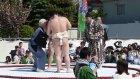 Sumo Güreşçilerinin Bebek Ağlatma Töreni