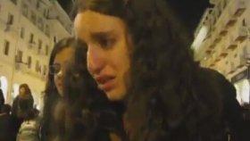 Yunanistan'da Ayakkabısının Topuğu Kırılan Türk Kızı