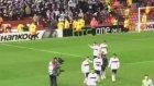 Beşiktaş Tribünleri Maç Sonunda Takımı Alkışladı.