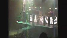 Justin Bieber' in Sahneye Kusması