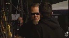 James Hetfield'in Elini Öptürmemesi