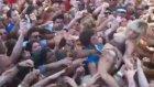 Lady Gaga'yı Crowd Surfing Sayesinde Hoplatmak