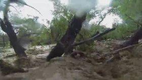 Motorsikleti ile  Sele kapılan Adam (GoPro ve Artistlik içerir)