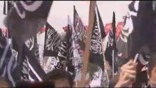 Mısır Protestosunda Kahrolsun Demokrasi Pankartları