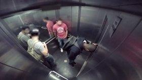 Asansörde Sıkışan İshal Adam Şakası