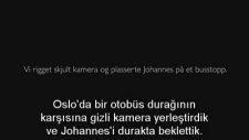 Norveç'te Üşüyen Çocuğa İnsanların Verdiği Tepki (Türkçe Altyazılı)