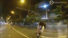 Gaz Fişeğini Havada Yakalayıp Geri Gönderen Eylemci