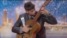 Dünyanın En Hızlı Gitar Çalan Adamı - Tom Ward