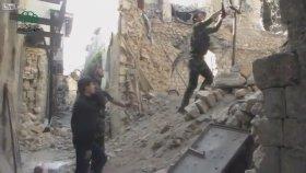 Suriye'de Angry Birds Usulü Bomba Atımı