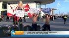 Femen Üyeleri Facebook'u Protesto Etti