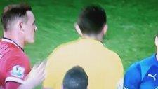 Hakeme vuran Di Maria kırmızı kart gördü.