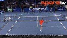 Federer'in En Minik Rakibi!...