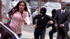 Koşarak Bankayı Soymaya Giden İnsanlar - Kamera Şakası