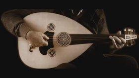 Salih Kahraman - Rüzgâr Söylüyor Şimdi O Yerlerde Bizim Eski Şarkımızı