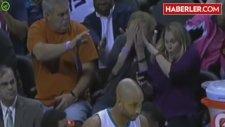 Basketbol Maçında Top, Kadın Taraftarın Yüzünde Patladı