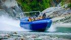 Nehir Yatağında Sürat Teknesi Çılgınca Eğlenmek