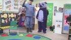 Panda Maskotu Görünce Ağlayan Çocuklar