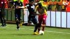 CONCACAF'da inanılmaz olay! Kafasına tekme attı...