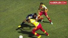 Yerde Yatan Futbolcuya Ölümcül Tekme