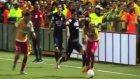 Yere Düşen Futbolcuya Ölümcül Tekme