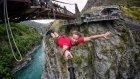 Yeni Zelanda'da Bungee Jumping Yapan Çılgınlar