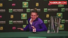 Şampiyon Tenisçi Simona Halep, Kupayı Kaldıramayınca Rezil Oldu