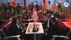 Kafede Servis Yapan Robot Garsonlar