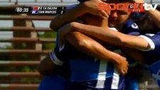 Şilili oyuncudan harika aşırtma gol