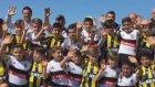 Beşiktaş ve Fenerbahçeli çocuklar birlikte
