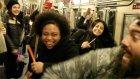Metroyu Gece Kulübüne Çevirip Çılgınca Eğlenen İnsanlar