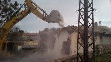 Yenifakılı Belediye Hamamı yıkıldı