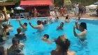 Havuz Barın çılgın dansçı kızları 1!!!
