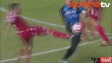 Ronaldinho'dan efsane çalım!