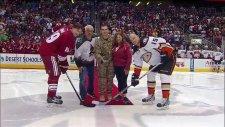 Askerden Dönen Adam Buz Hokeyi Maçında Ailesine Sürpriz Yaptı
