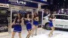 Uluslararası Motor Fuarında Dans Eden Taylandlı Kızlar
